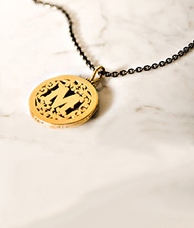eco-gold-pendant-mthemovement